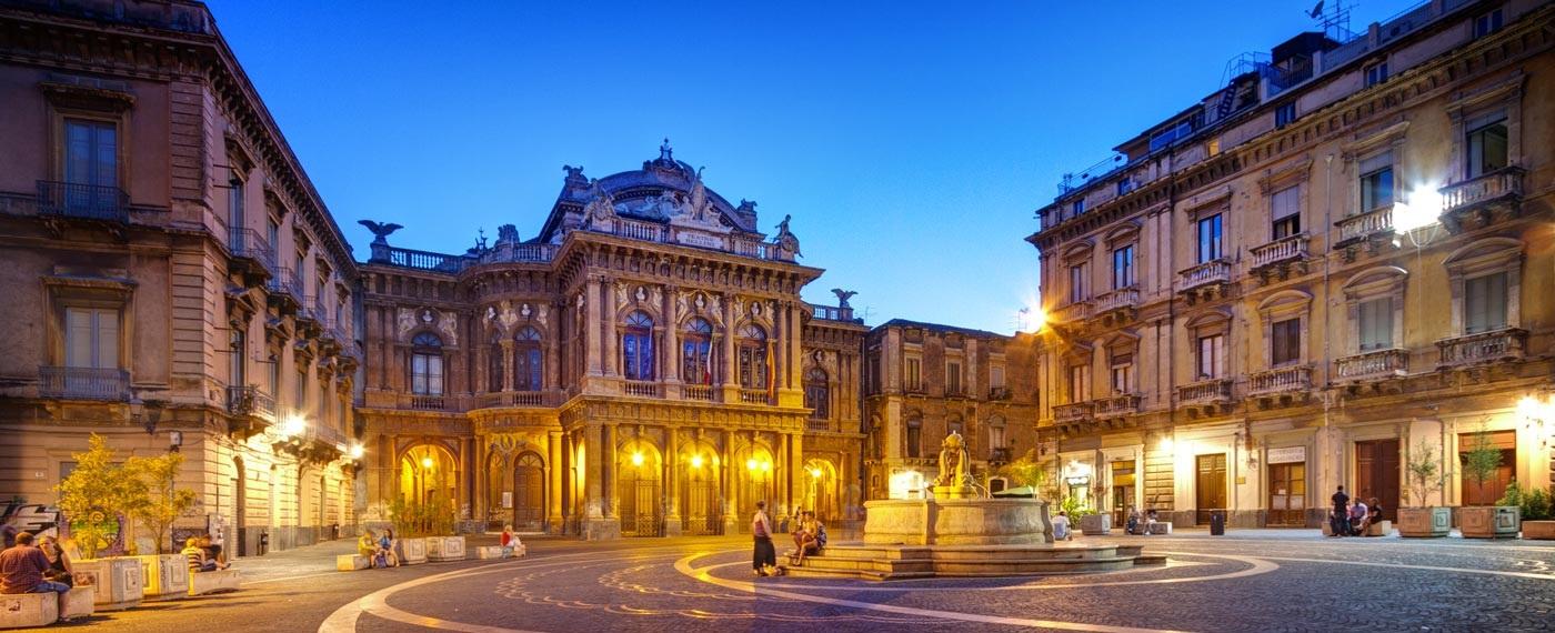 catania-piazza-teatro-massimo-bellini